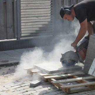 Direct bestrating | Beton bestrating zagen met motorslijper