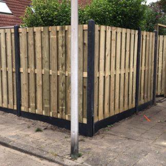 19 planks Grenen hout-beton schutting bij Direct bestrating