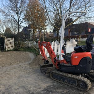 Minigraver voor uitberken of uitgraven van tuinen | Direct bestrating Zaandam