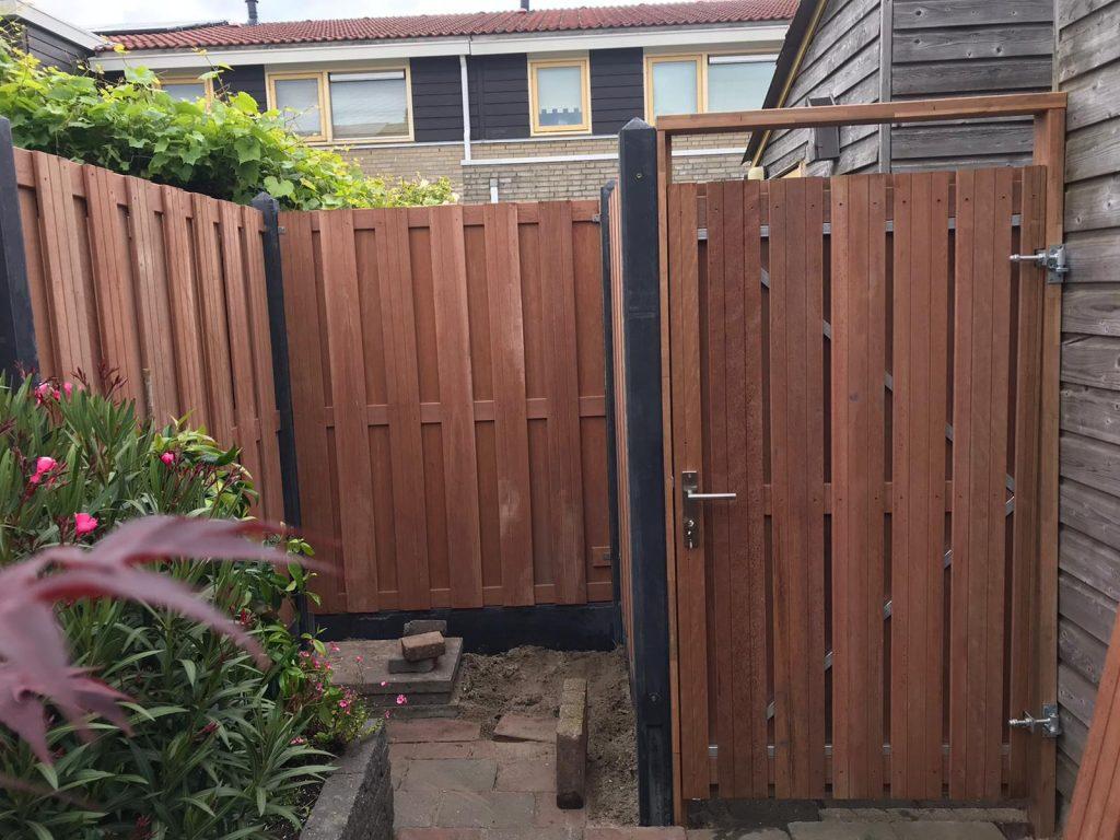 Tuin poort op stalen frame bij Direct bestrating